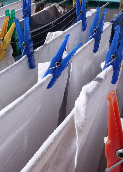 Wäsche bügeln